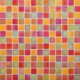 Мозаика стекла цвета красного строительного материала смешанная