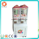 게임 기계가 동전에 의하여 운영한 클로 사탕 phan_may에 의하여 농담을 한다
