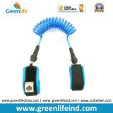Correa azul extensible harness plástico blanco/negro de los 2m de la base del niño de seguridad