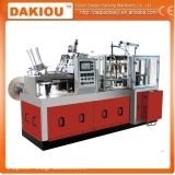 Copo de papel automático médio que faz a maquinaria