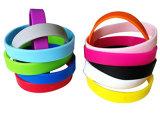 De RubberArmbanden van de Manchetten van het silicone voor PromotieGiften