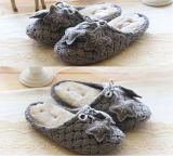 Le signore hanno lavorato a maglia i pattini dell'interno delle calzature dei pistoni del Knit delle donne dei pistoni