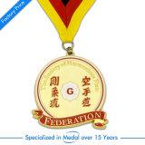 Medaglia su ordinazione in lega di zinco di esecuzione dell'oro della Cina con il nastro