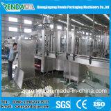 満ち、キャッピング装置を洗う天然水の浄化された水