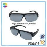 Les montures de lunettes conçoivent la qualité en fonction du client ajustée au-dessus des lunettes de soleil