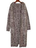 Chaqueta de encargo caliente del suéter del color de la rebeca del hilado de la cubierta del casquillo de la alineada de las señoras