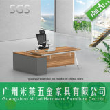 La última oficina conceptora de los muebles profesionales del fabricante y escritorio casero con la pierna de acero