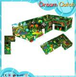 De binnen Speelplaats van de Jonge geitjes/van de Kinderen van de Apparatuur van het Spel