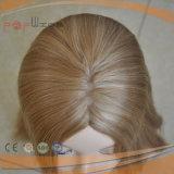 Рука связала весь парик шнурка верхней части кожи человеческих волос