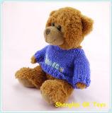 견면 벨벳은 뜨개질을 한 스웨터에 있는 장난감 곰을