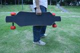 이중 83mm 허브 모터를 가진 유행 전기 4개의 바퀴 걷어차기 스케이트보드