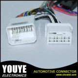 Universialは白いコネクターが付いている家庭電化製品または電化製品ワイヤー馬具をカスタマイズした