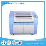 Découpage alimentant automatique de laser de vente de double de tissu chaud de tête et machine de gravure 13090