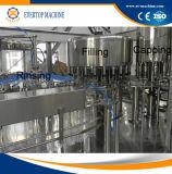 Agua mineral que aclara la máquina que capsula de relleno