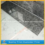 Los chinos cuelgan los azulejos de suelo de mármol grises para la cocina y el cuarto de baño