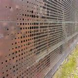 Пробито/выдолблено/пефорировал алюминиевую ненесущую стену