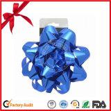 Decorativo de la Navidad de la estrella del arco y de la cinta se encrespa por un embalaje de regalo