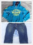 La qualité a trié les vêtements utilisés par paquet mélangé