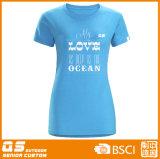 운영하는 t-셔츠를 인쇄하는 여자의 큰 형식