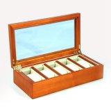 Cinque orologi la scatola di legno