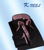 方法Placketの黒い縞カラーそして2つのボタンが付いている白い綿ワイシャツ