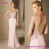 Элегантность в каждой одиночной детали и в тщательных Gemstones на конструкции лифа драгоценной в платье коктеила Crepe