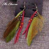 イヤリングの女性型のための多彩な羽のピンクロープの低下イヤリングは長いボヘミアのイヤリングの方法宝石類をぶら下げる
