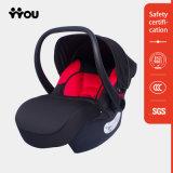 Черное и красное младенческое место автомобиля безопасти