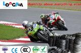 De hand voelt de Zachte Comfortabele Band van de Motorfiets en Butyl Buis (4.00-12)