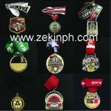 Médailles faites sur commande en métal de forme de trophée d'usine avec le placage à l'or