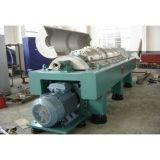 Scarico della centrifuga di sedimentazione del latte di noce di cocco