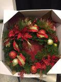 Grinalda do Natal com a esfera decorada e da corda do diodo emissor de luz luz (boa vinda direta à fábrica)