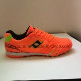 O futebol novo de venda quente do estilo do projeto calça sapatas do futebol dos carregadores