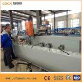 L'alluminio profila la perforazione che macina elaborando il centro con CNC