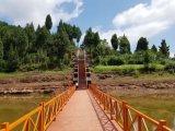 Calzada de madera del puente pontón