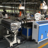 Folha plástica da propaganda do PVC que faz a máquina
