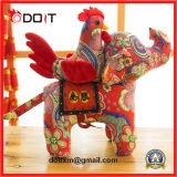 Красным заполненная цветком игрушка плюша слона цыпленка плюша