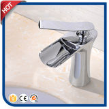 Grifo de cobre amarillo del lavabo del mezclador del golpecito de la cascada del cuarto de baño (HC2940)