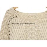 I capretti strutturano il maglione lavorato a maglia per le ragazze