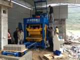 機械か簡単な煉瓦作成機械を作る小さい空のブロック