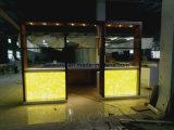 대중음식점을%s 호화스러운 현대 공상 디자인 사각 모양 LED 반투명 바 카운터