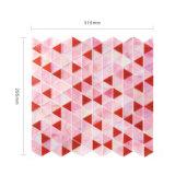 Il colore rosa rosso Iridescent triangolare copre di tegoli il mosaico di cristallo della parete