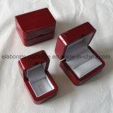 Contenitore di legno di anello di campionato di alto rivestimento lucido della lacca con la clip dell'anello