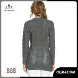 ジッパーが付いている灰色レディースケーブルのニットのジャンパーのセーター