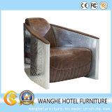 O metal luxuoso da chegada nova cobriu a cadeira de couro do sofá