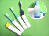 Casquillo del cepillo de dientes con la percha