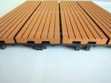 Полые плитки доски плиточного пола палубы легковеса WPC блокируя