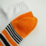 Bunte sehr weiche Kind-Socken kundenspezifisch