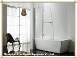 ヒンジが付いている浴槽のシャワー機構/スクリーン