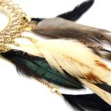 羽の金属のふさぶら下がる文のイヤリングのアクリルのラインストーン金カラー円形の低下イヤリング